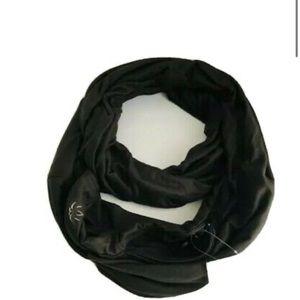 Pocket infinity scarf.